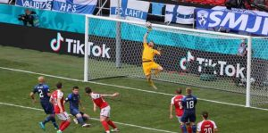 Hasil Pertandingan Euro2020: Para Pemain Denmark Berikan Kado untuk Eriksen